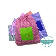 Mochila saco infantil vichy cuadros - Modelo bolsillo bordado