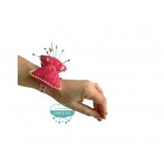 Alfiletero o acerico de muñeca - Forma de lazo con puntilla