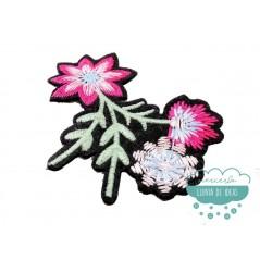 Parche bordado termoadhesivo - Flor pequeña fucsia - Serie Agatha